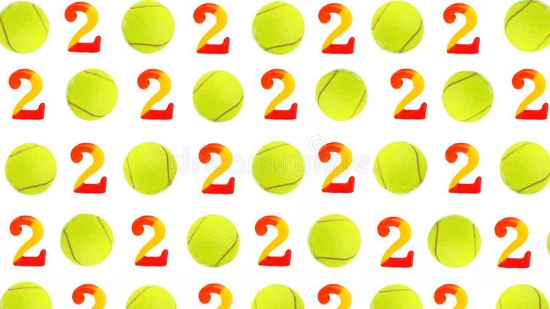 Tennis-Weihnachts- und des neuen Jahres2020 Muster mit Tennisbällen und Zahlen auf dem weißen Schnee, lokalisiert lizenzfreies stockfoto