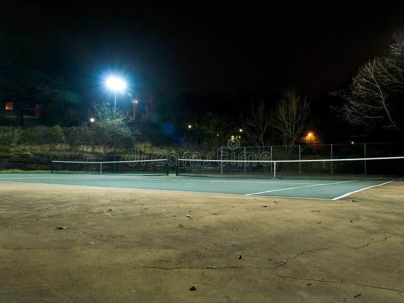 Tennisbaan bij nacht stock afbeeldingen