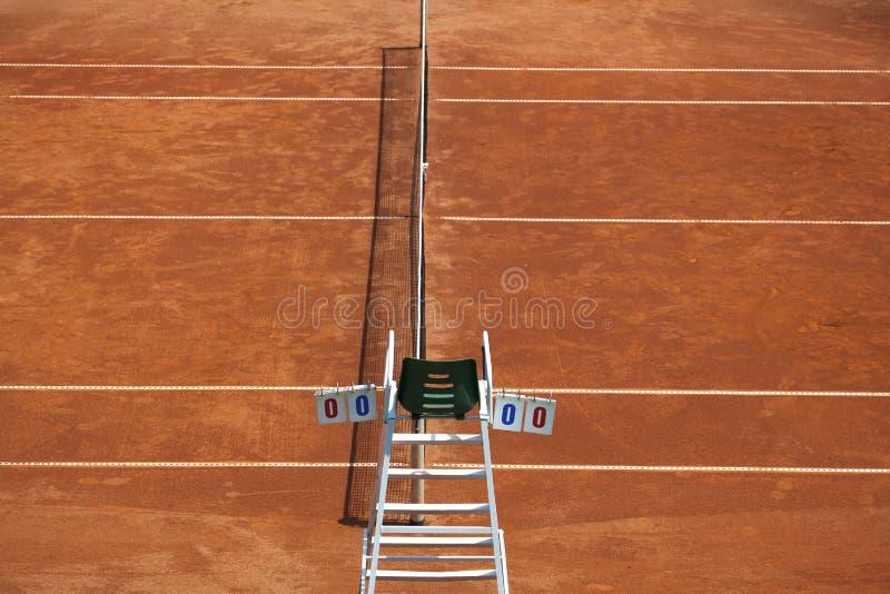 Tennisbaan en Scheidsrechterstoel stock afbeeldingen
