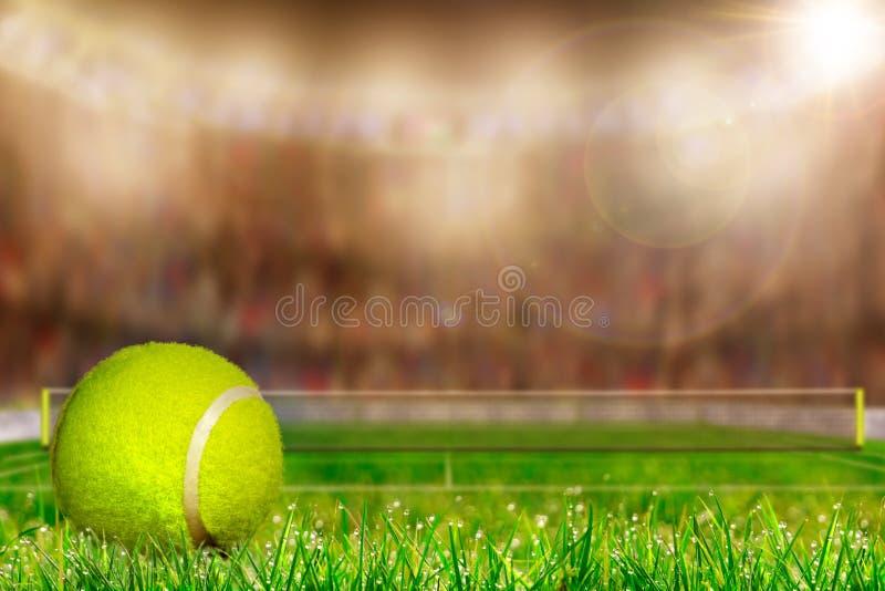 Tennisbal op Grashof met Exemplaarruimte royalty-vrije stock foto's
