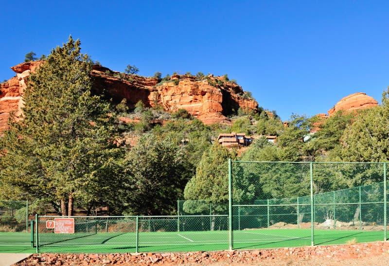 Tennisgericht in der Wüste stockfoto