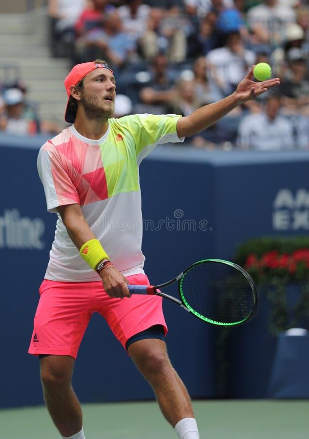Tennisprofi Lucas Pouille von Frankreich in der Aktion während seines US Open-Viertelfinalematches 2016 stockfotos