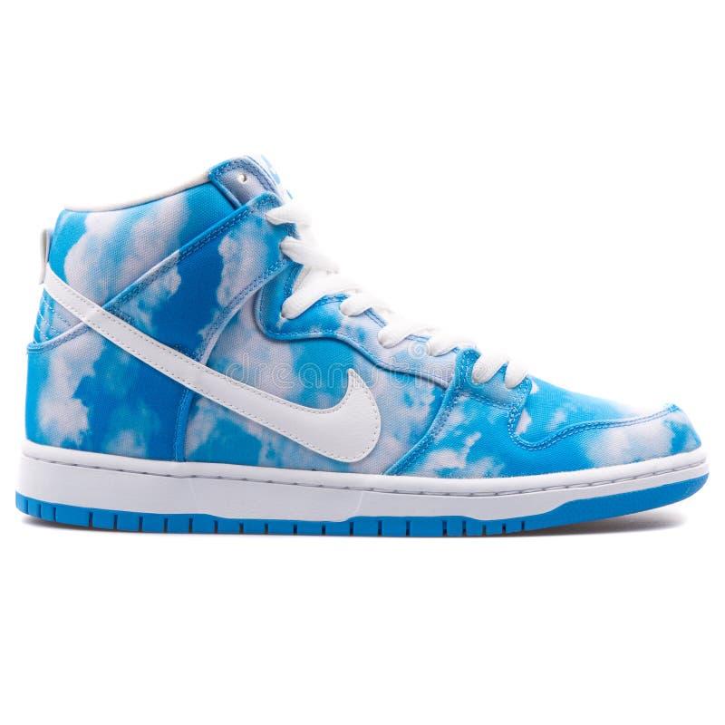Tennisschoen van Sb van Nike Dunk High de PRO blauwe en witte stock fotografie