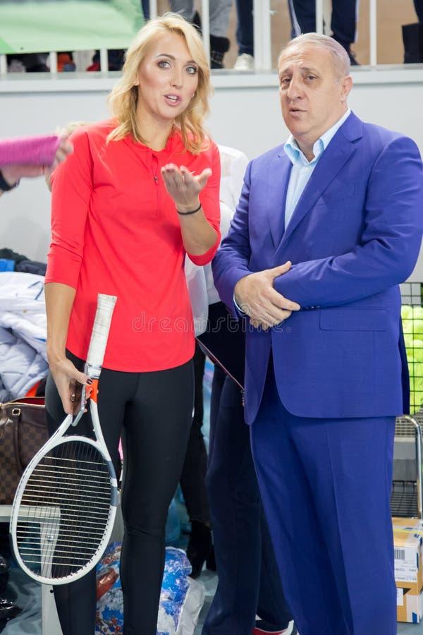 Download Tennistoernooien Voor Prijzen Van Elena Vesnina Redactionele Stock Foto - Afbeelding bestaande uit prijzen, presentatie: 107704278