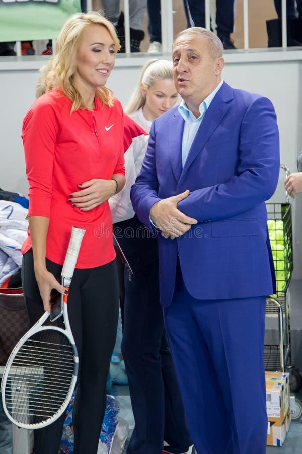 Download Tennistoernooien Voor Prijzen Van Elena Vesnina Redactionele Foto - Afbeelding bestaande uit voor, adler: 107704291