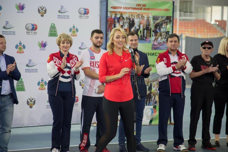 Download Tennistoernooien Voor Prijzen Van Elena Vesnina Redactionele Fotografie - Afbeelding bestaande uit voor, winnaar: 107704387