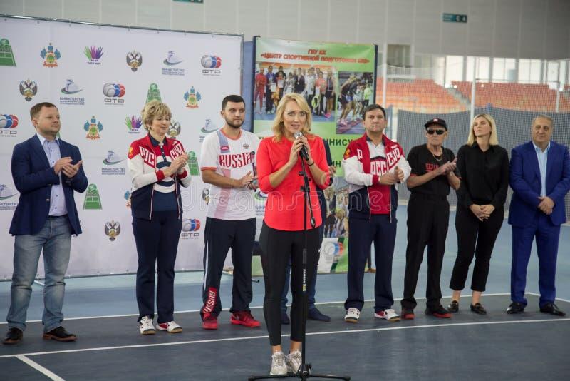 Download Tennistoernooien Voor Prijzen Van Elena Vesnina Redactionele Stock Foto - Afbeelding bestaande uit voor, vreugde: 107704423