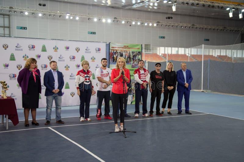 Download Tennistoernooien Voor Prijzen Van Elena Vesnina Redactionele Stock Afbeelding - Afbeelding bestaande uit heden, vreugde: 107704449