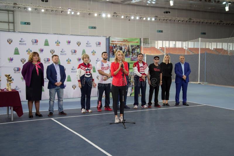 Download Tennistoernooien Voor Prijzen Van Elena Vesnina Redactionele Fotografie - Afbeelding bestaande uit spel, opleiding: 107704477
