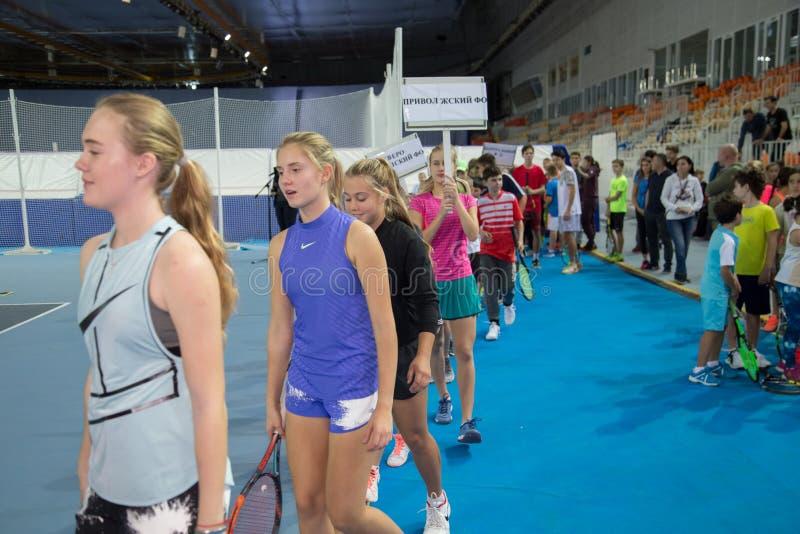 Download Tennistoernooien Voor Prijzen Van Elena Vesnina Redactionele Stock Afbeelding - Afbeelding bestaande uit vervoering, gift: 107704774