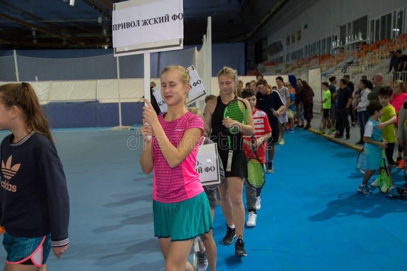 Download Tennistoernooien Voor Prijzen Van Elena Vesnina Redactionele Afbeelding - Afbeelding bestaande uit prijzen, elena: 107704785
