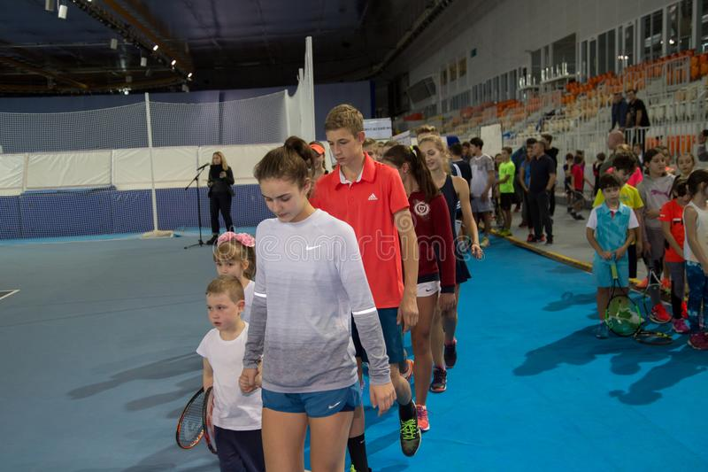 Download Tennistoernooien Voor Prijzen Van Elena Vesnina Redactionele Fotografie - Afbeelding bestaande uit vreugde, vervoering: 107704822