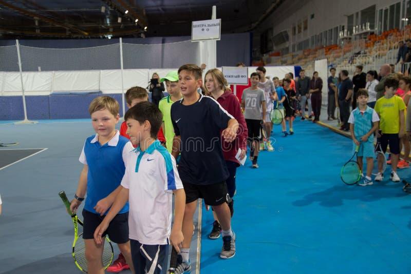 Download Tennistoernooien Voor Prijzen Van Elena Vesnina Redactionele Foto - Afbeelding bestaande uit kampioen, winning: 107704831