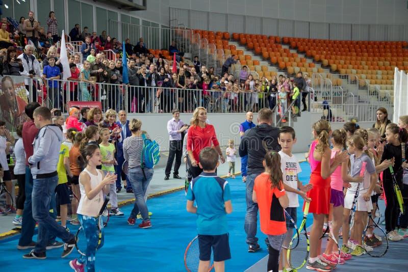 Download Tennistoernooien Voor Prijzen Van Elena Vesnina Redactionele Stock Afbeelding - Afbeelding bestaande uit gelukwensen, gift: 107704834