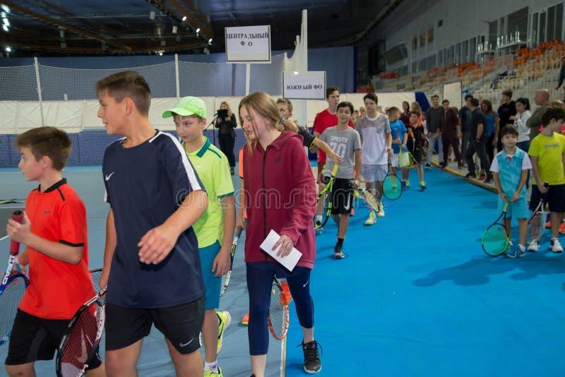 Download Tennistoernooien Voor Prijzen Van Elena Vesnina Redactionele Foto - Afbeelding bestaande uit gelukwensen, heden: 107704836