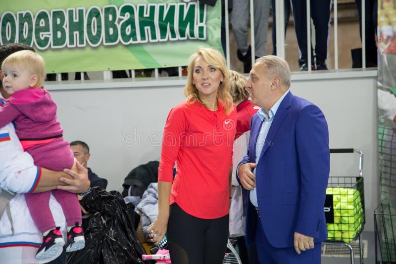 Download Tennistoernooien Voor Prijzen Van Elena Vesnina Redactionele Stock Foto - Afbeelding bestaande uit sport, hoven: 107704838