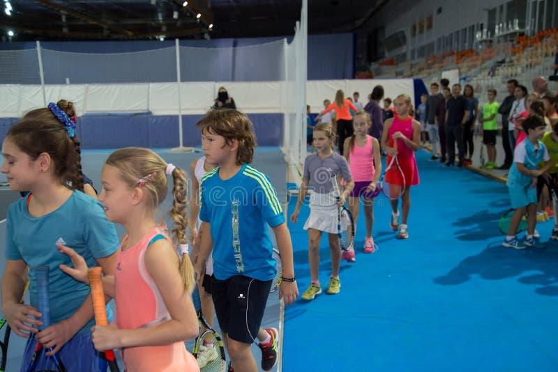 Download Tennistoernooien Voor Prijzen Van Elena Vesnina Redactionele Afbeelding - Afbeelding bestaande uit kinderen, winning: 107704845