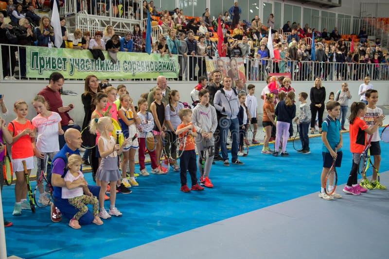 Download Tennistoernooien Voor Prijzen Van Elena Vesnina Redactionele Foto - Afbeelding bestaande uit voor, vreugde: 107704866