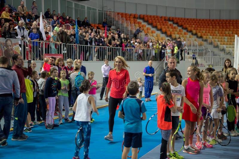 Download Tennistoernooien Voor Prijzen Van Elena Vesnina Redactionele Stock Foto - Afbeelding bestaande uit kampioen, gift: 107704868
