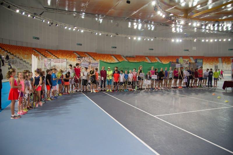 Download Tennistoernooien Voor Prijzen Van Elena Vesnina Redactionele Afbeelding - Afbeelding bestaande uit adler, spel: 107704870