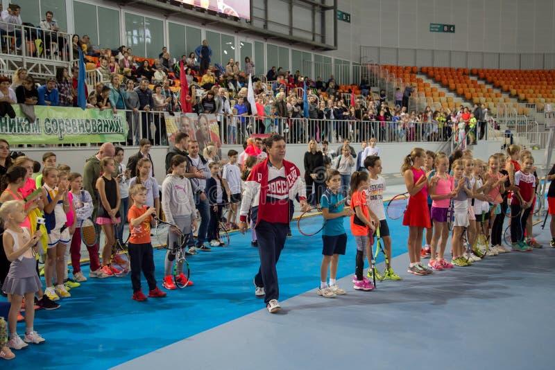 Download Tennistoernooien Voor Prijzen Van Elena Vesnina Redactionele Stock Foto - Afbeelding bestaande uit spel, gelukwensen: 107704878
