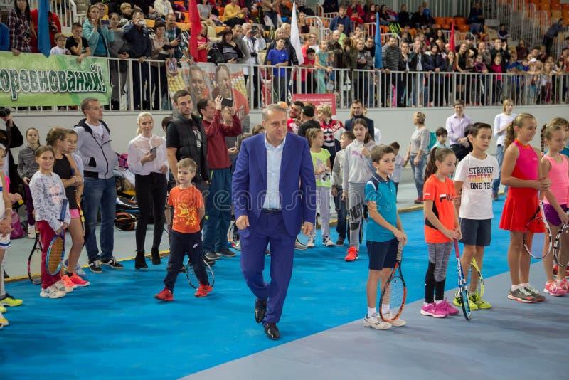 Download Tennistoernooien Voor Prijzen Van Elena Vesnina Redactionele Stock Afbeelding - Afbeelding bestaande uit adler, vervoering: 107704879