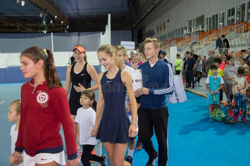 Download Tennistoernooien Voor Prijzen Van Elena Vesnina Redactionele Afbeelding - Afbeelding bestaande uit prijzen, elena: 107704880
