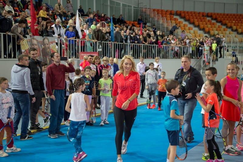 Download Tennistoernooien Voor Prijzen Van Elena Vesnina Redactionele Foto - Afbeelding bestaande uit elena, adler: 107704881