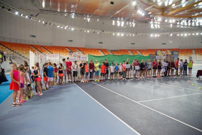 Download Tennistoernooien Voor Prijzen Van Elena Vesnina Redactionele Stock Foto - Afbeelding bestaande uit elena, presentatie: 107704883