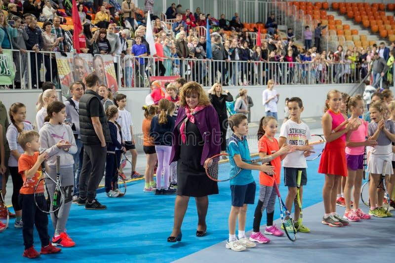 Download Tennistoernooien Voor Prijzen Van Elena Vesnina Redactionele Stock Afbeelding - Afbeelding bestaande uit prijzen, gelukwensen: 107704884