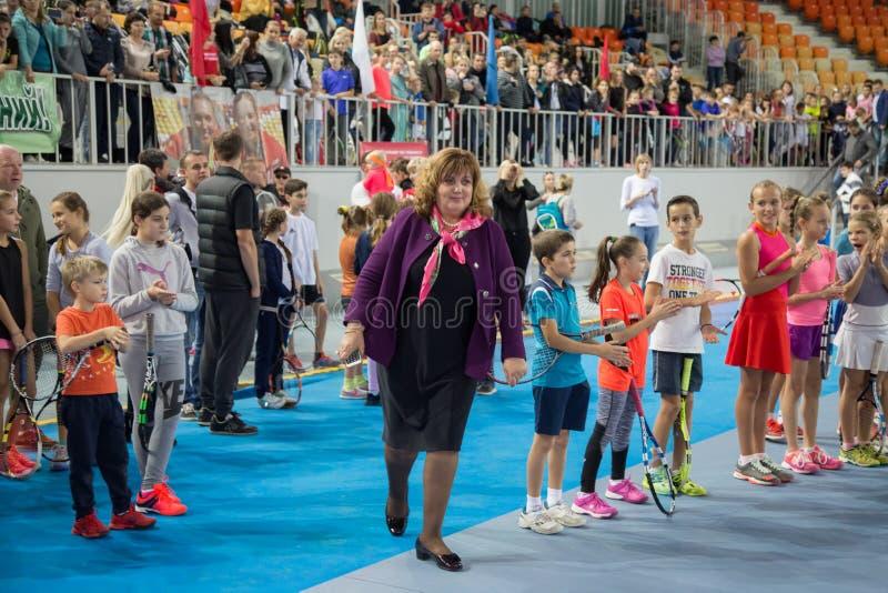Download Tennistoernooien Voor Prijzen Van Elena Vesnina Redactionele Afbeelding - Afbeelding bestaande uit opleiding, hoven: 107704910