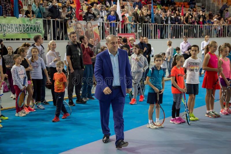 Download Tennistoernooien Voor Prijzen Van Elena Vesnina Redactionele Foto - Afbeelding bestaande uit sport, gift: 107704931