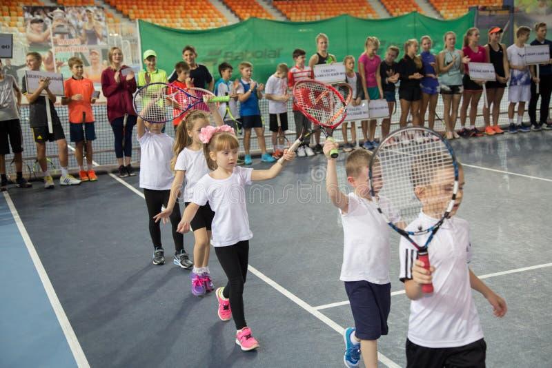 Download Tennistoernooien Voor Prijzen Van Elena Vesnina Redactionele Stock Foto - Afbeelding bestaande uit voor, presentatie: 107704953