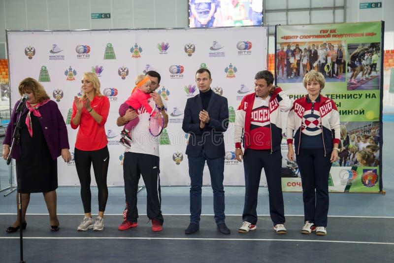 Download Tennistoernooien Voor Prijzen Van Elena Vesnina Redactionele Foto - Afbeelding bestaande uit kinderen, vervoering: 107704956
