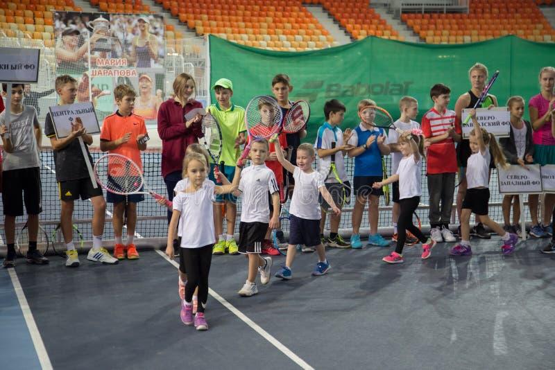 Download Tennistoernooien Voor Prijzen Van Elena Vesnina Redactionele Afbeelding - Afbeelding bestaande uit kampioen, olympisch: 107704970