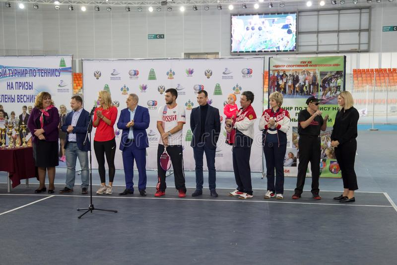 Download Tennistoernooien Voor Prijzen Van Elena Vesnina Redactionele Stock Afbeelding - Afbeelding bestaande uit elena, vreugde: 107704984