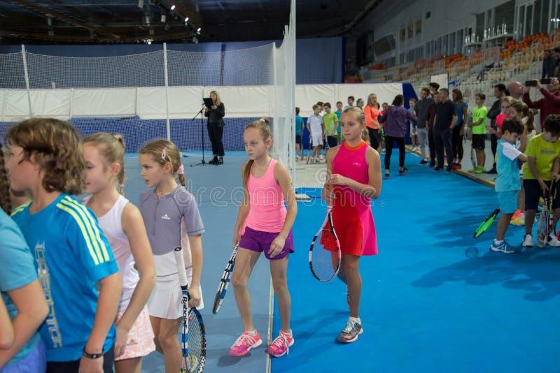 Download Tennistoernooien Voor Prijzen Van Elena Vesnina Redactionele Fotografie - Afbeelding bestaande uit olympisch, spel: 107705022