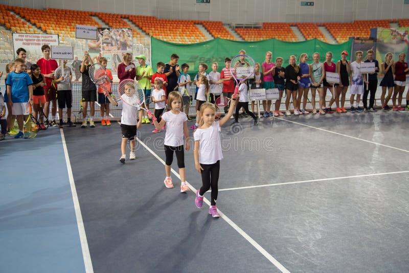 Download Tennistoernooien Voor Prijzen Van Elena Vesnina Redactionele Afbeelding - Afbeelding bestaande uit gelukwensen, sport: 107705050