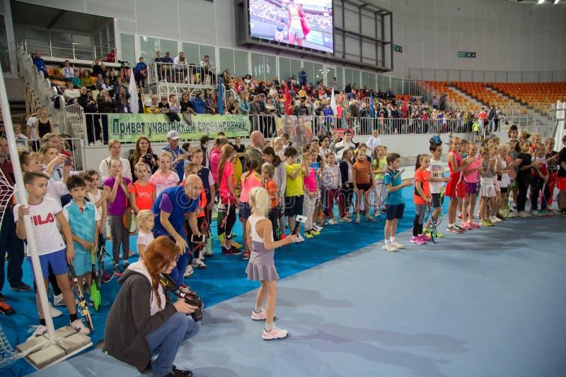 Download Tennistoernooien Voor Prijzen Van Elena Vesnina Redactionele Stock Afbeelding - Afbeelding bestaande uit gelukwensen, heden: 107705094