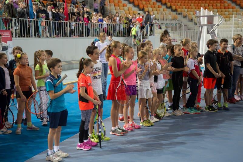 Download Tennistoernooien Voor Prijzen Van Elena Vesnina Redactionele Stock Foto - Afbeelding bestaande uit winnaar, aansporing: 107705123