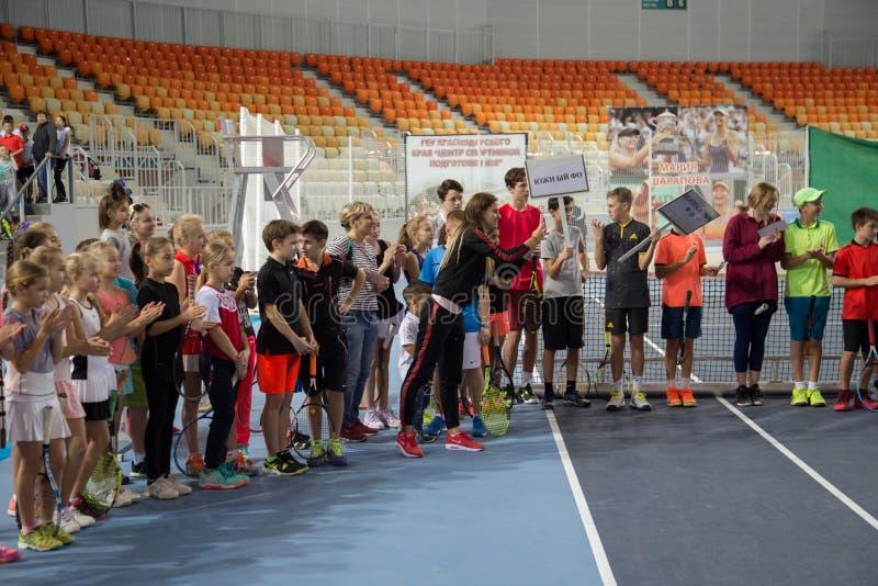 Download Tennistoernooien Voor Prijzen Van Elena Vesnina Redactionele Stock Foto - Afbeelding bestaande uit kinderen, adler: 107705138