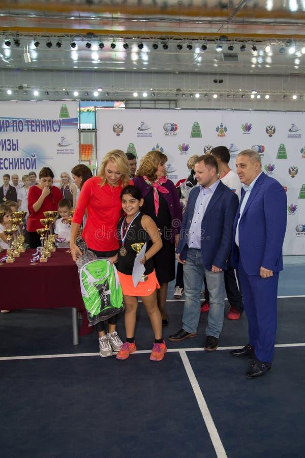 Download Tennistoernooien Voor Prijzen Van Elena Vesnina Redactionele Stock Afbeelding - Afbeelding bestaande uit toernooien, vreugde: 107705144