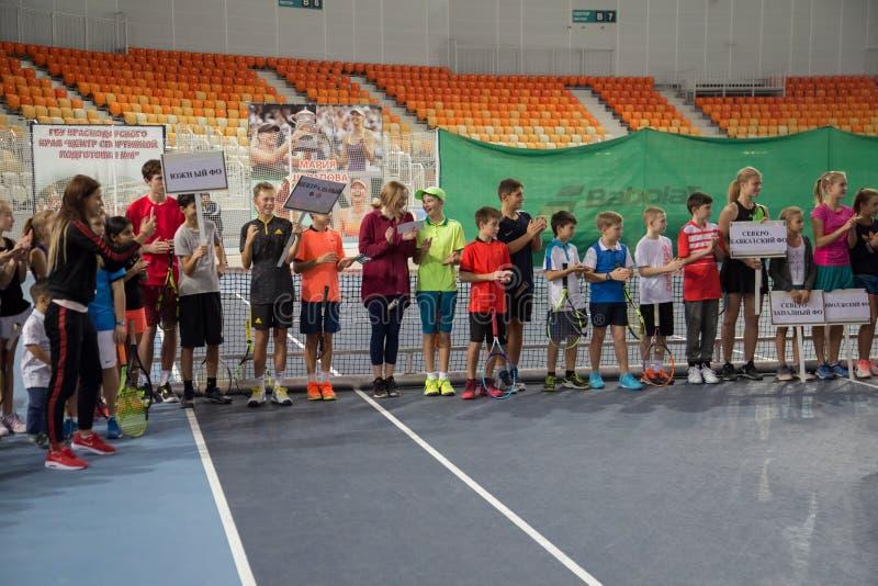 Download Tennistoernooien Voor Prijzen Van Elena Vesnina Redactionele Afbeelding - Afbeelding bestaande uit heden, wedstrijd: 107705205