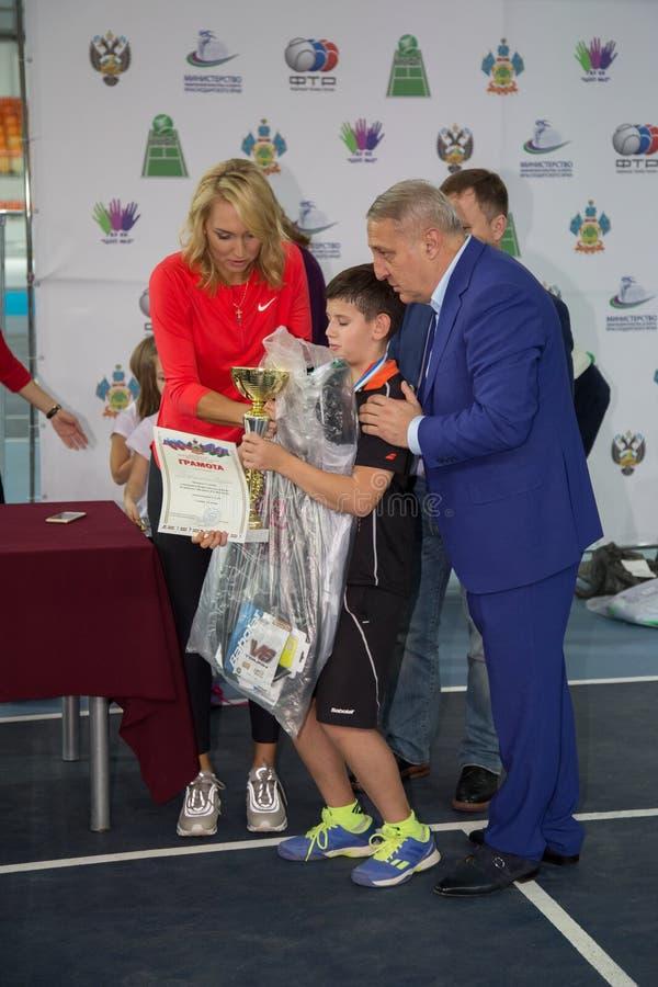 Download Tennistoernooien Voor Prijzen Van Elena Vesnina Redactionele Stock Foto - Afbeelding bestaande uit adler, tennis: 107705208