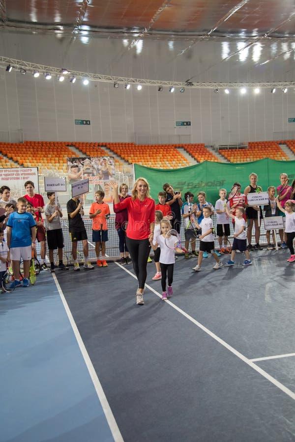 Download Tennistoernooien Voor Prijzen Van Elena Vesnina Redactionele Fotografie - Afbeelding bestaande uit voor, opleiding: 107705257