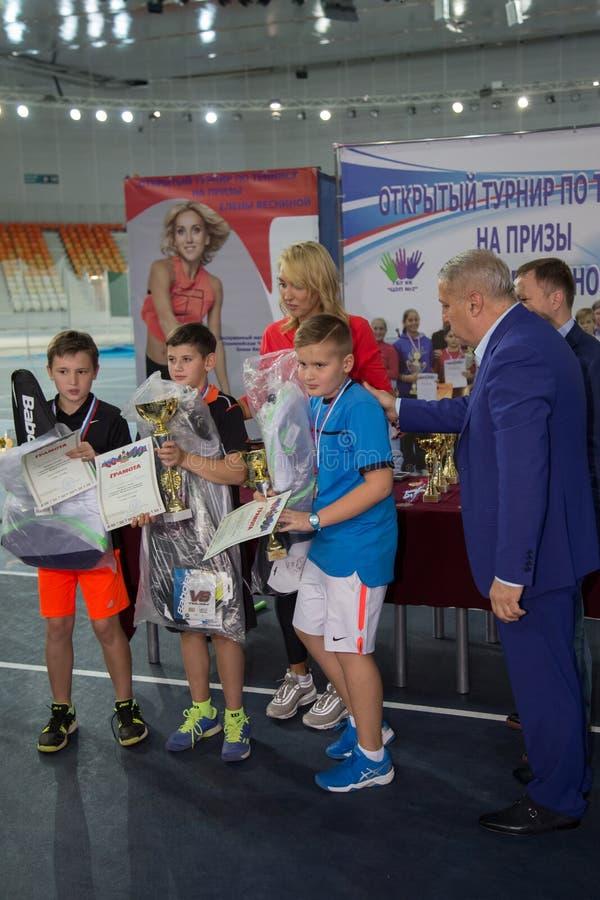 Download Tennistoernooien Voor Prijzen Van Elena Vesnina Redactionele Fotografie - Afbeelding bestaande uit competition, toernooien: 107705277