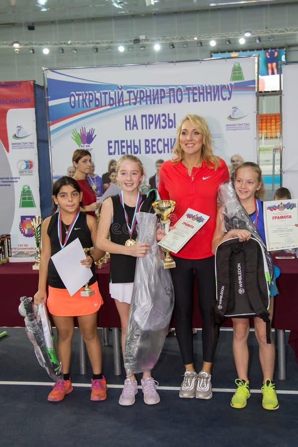 Download Tennistoernooien Voor Prijzen Van Elena Vesnina Redactionele Fotografie - Afbeelding bestaande uit hoven, kampioen: 107705317