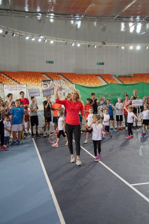 Download Tennistoernooien Voor Prijzen Van Elena Vesnina Redactionele Stock Foto - Afbeelding bestaande uit hoven, spel: 107705323