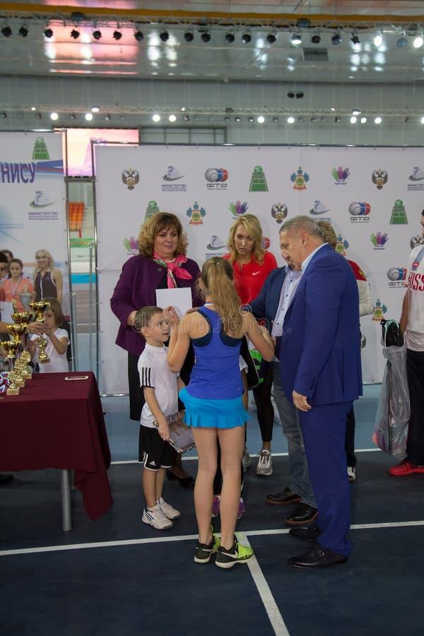 Download Tennistoernooien Voor Prijzen Van Elena Vesnina Redactionele Afbeelding - Afbeelding bestaande uit prijzen, aansporing: 107705345