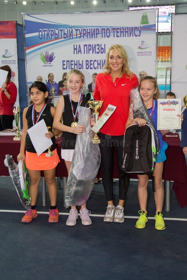 Download Tennistoernooien Voor Prijzen Van Elena Vesnina Redactionele Stock Foto - Afbeelding bestaande uit adler, vreugde: 107705403